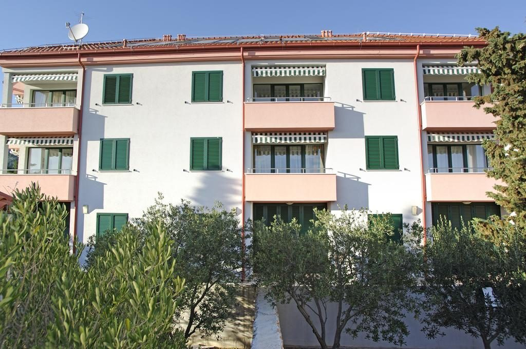 apartments Pinia in Bol